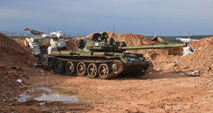 El tanque en una posición del Ejército sirio al norte de la ciudad de Hama