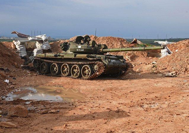 Un tanque en una posición del Ejército sirio al norte de la ciudad de Hama (archivo)