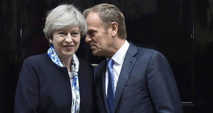 Theresa May, primera ministra del reino Unido, y Donald Tusk, presidente del Consejo Europeo