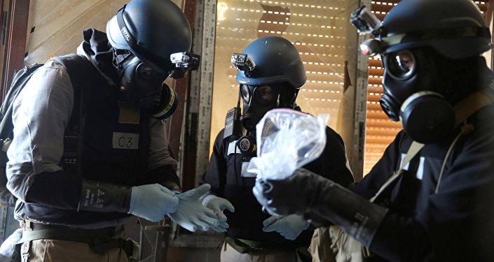 Expertos en armas químicas (imagen referencial)