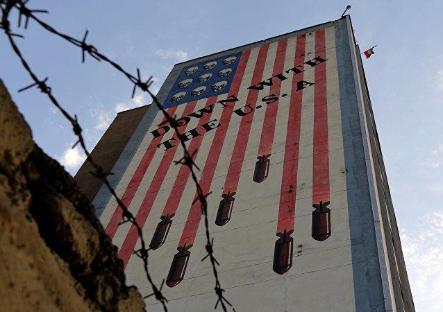 Grafiti en un edificio de Teherán, 14 de julio de 2015