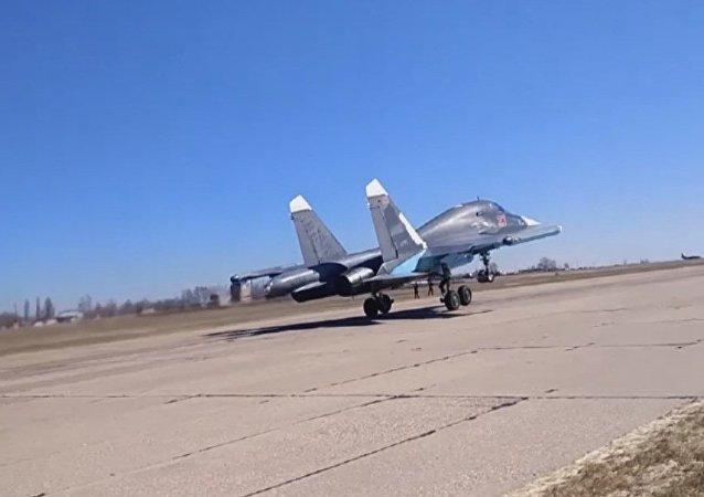 Así se preparan los cazas Su-34 para bombardear