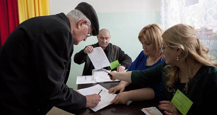Un colegio electoral en Tsjinval