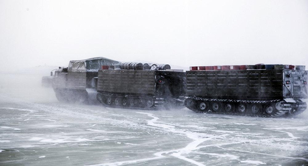 Las pruebas del nuevo armamento moderno y la maquinaria bélica rusos en el Ártico