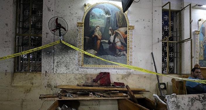 Consecuencias de la explosión en la iglesia copta de la ciudad egipcia de Tanta