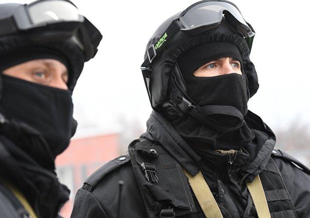 Hombres en unifrome militar