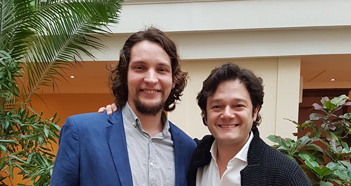 Arturo Chacón-Cruz con Víctor Ternovsky, corresponsal de Sputnik