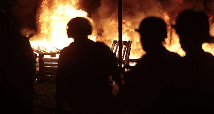 Violentos enfrentamientos con la Policía en las afueras de París