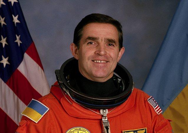 Leonid Kadeniuk, cosmonauta ucraniano