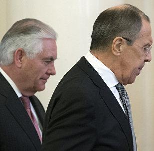 Secretario de Estado de EEUU, Rex Tillerson, y ministro de Exteriores de Rusia, Serguéi Lavrov