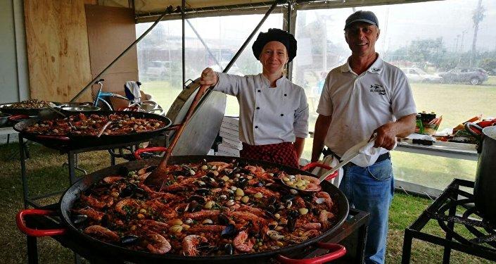 La paella española es uno de los platos más consumidos en la Semana Santa en Uruguay