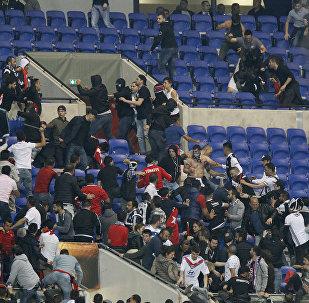 Enfrentamientos de los hinchas de Lyon y Besiktas