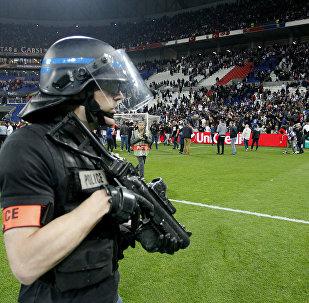 Policía en el campo de fútbol