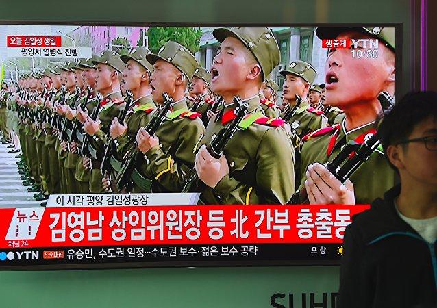 Un reportaje de la televisión surcoreana sobre el desfile militar en Pyongyang (archivo)