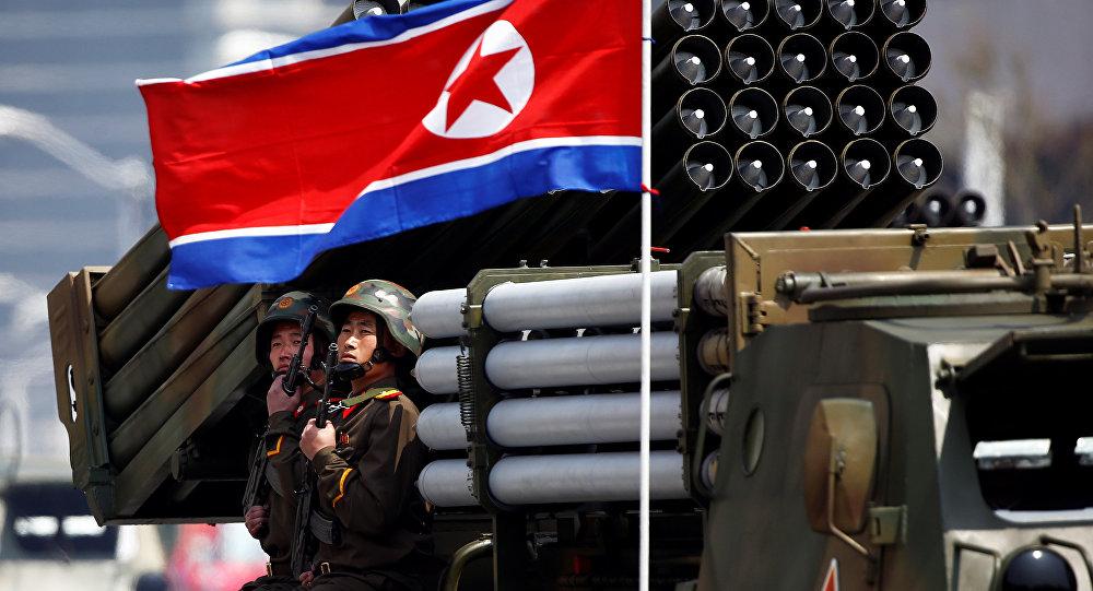 Desfile militar dedicado al 105 aniversario del nacimiento del fundador del Estado norcoreano, Kim Il Sung