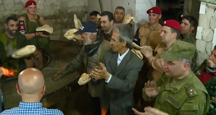 Haz pan, no la guerra: militares rusos ayudan a restaurar una panadería en Alepo (vídeo)