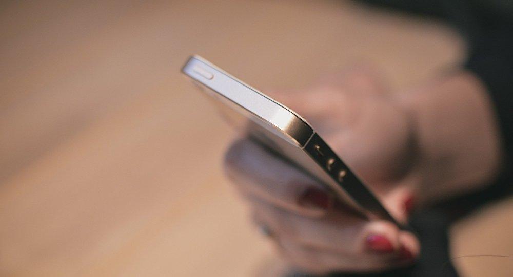 Una mujer con un smartphone