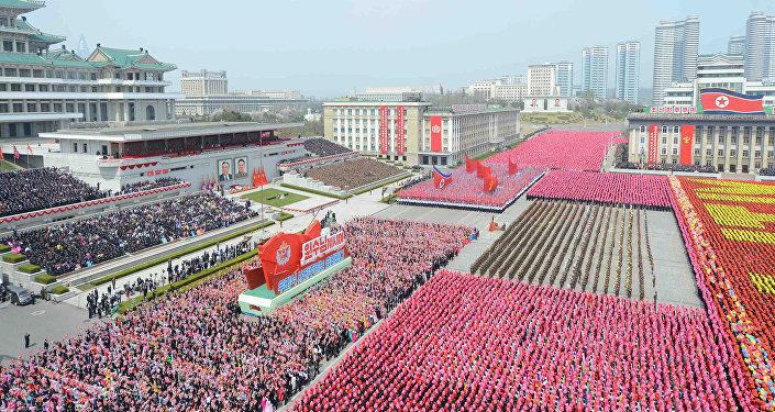 El desfile conmemorativo del 105 aniversario de Kim Il-sung en Pyongyang, Corea del Norte