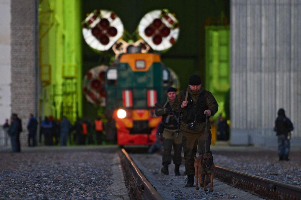 El cohete portador Soyuz FG, en la rampa de lanzamiento del cosmódromo de Baikonur