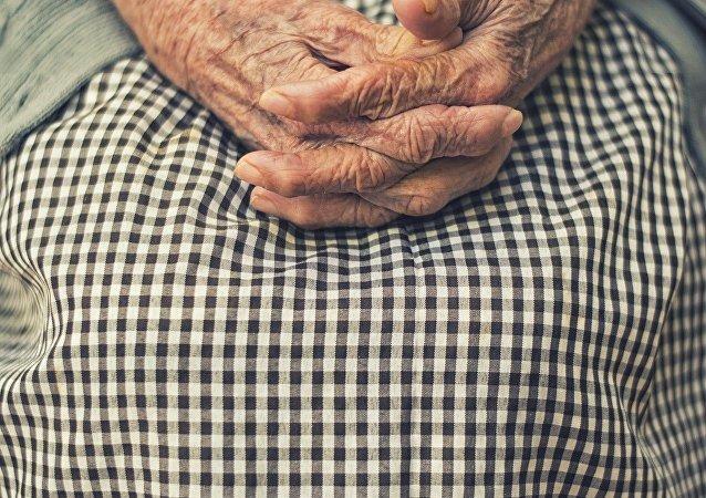 Manos de una anciana (imagen referencial)