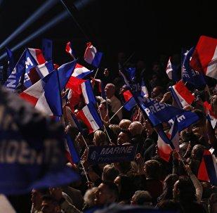 Los seguidores de Marine Le Pen, la candidata a la presidencia francesa por el Frente Nacional (FN)
