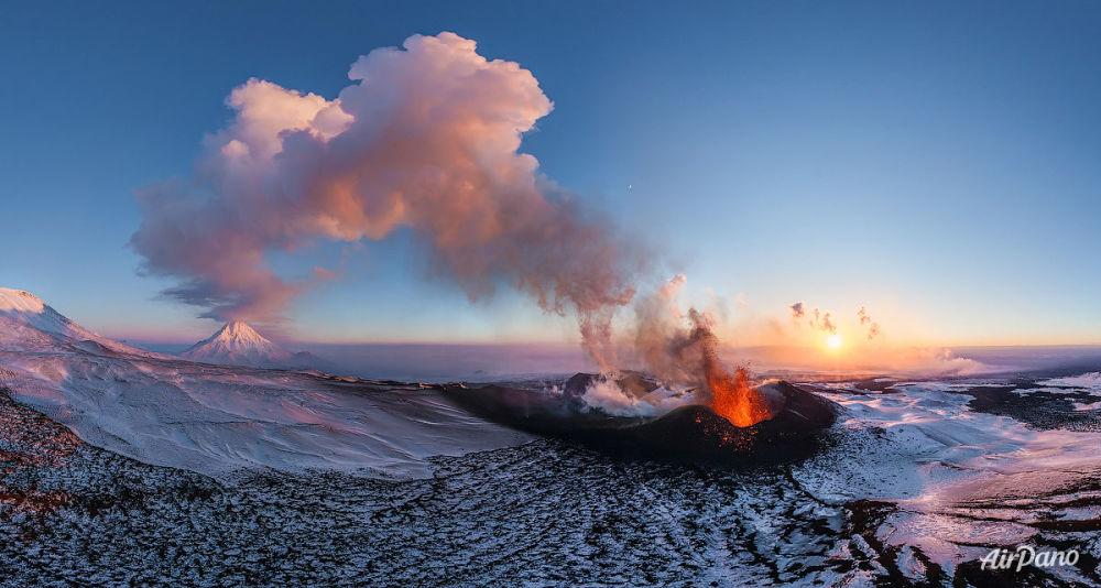 La erupción de un volcán en Kamchatka, Rusia