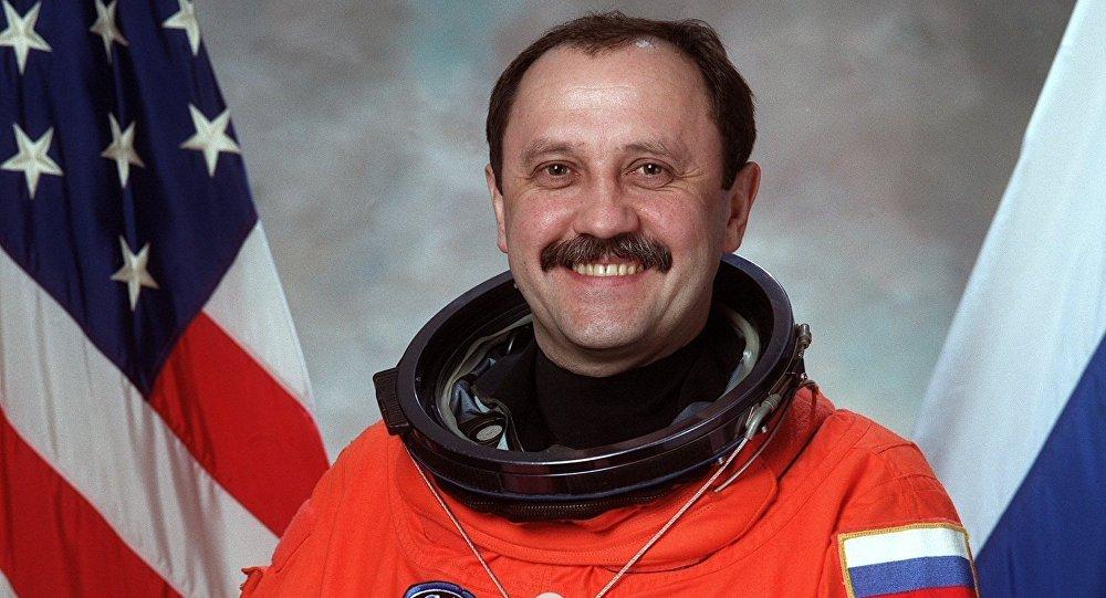 El cosmonatua ruso Yuri Usachov