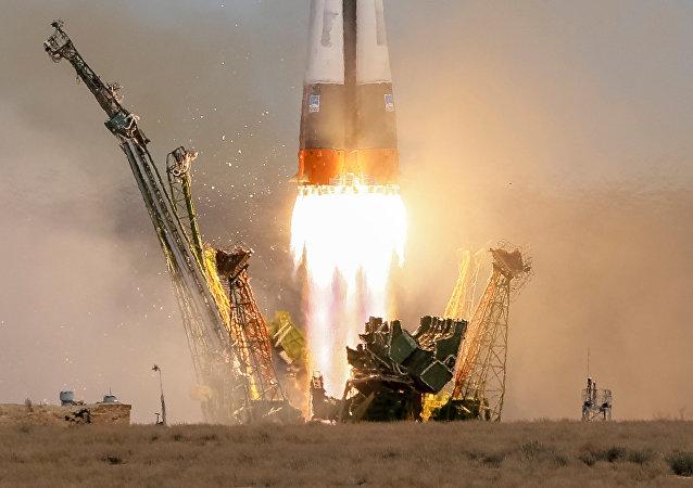 La nave rusa Soyuz MS-04 con dos tripulantes a bordo partiendo rumbo a la EEI (archivo)