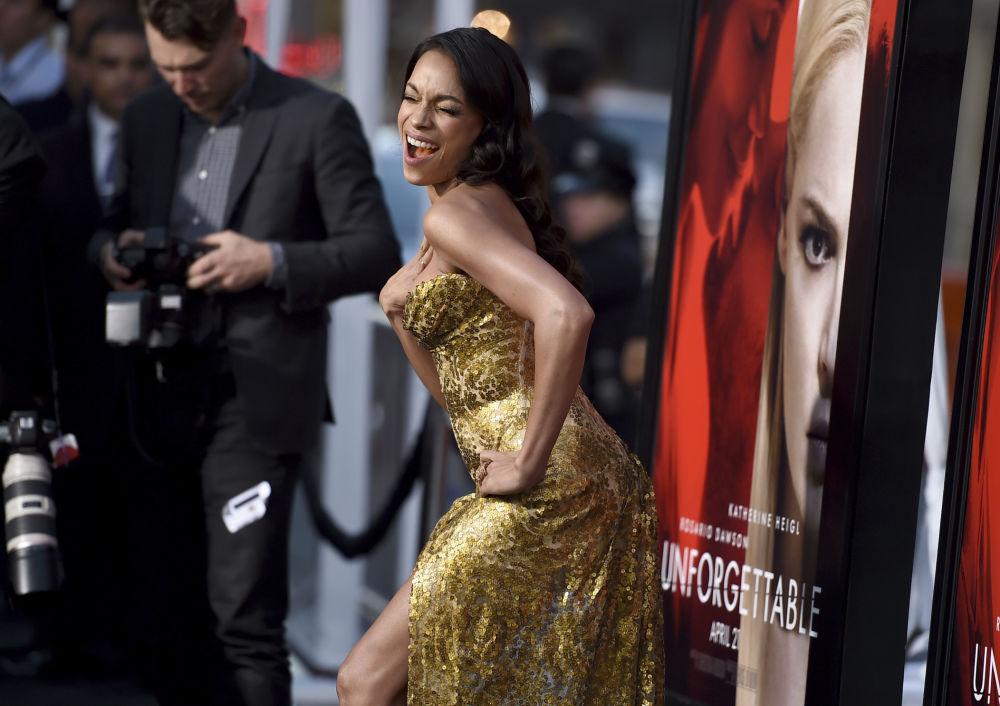 La actriz Rosario Dawson en el estreno de la nueva cinta Unforgettable en Los Ángeles, Estados Unidos