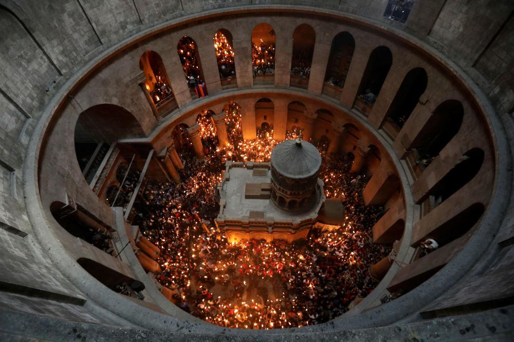 El milagro de la Luz Sagrada en la Iglesia de Santo Sepulcro, Jerusalén