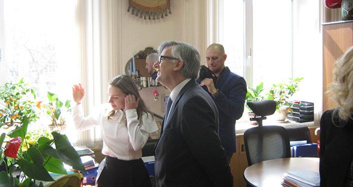 El embajador Ignacio Ibáñez Rubio visita el colegio Cervantes de Moscú