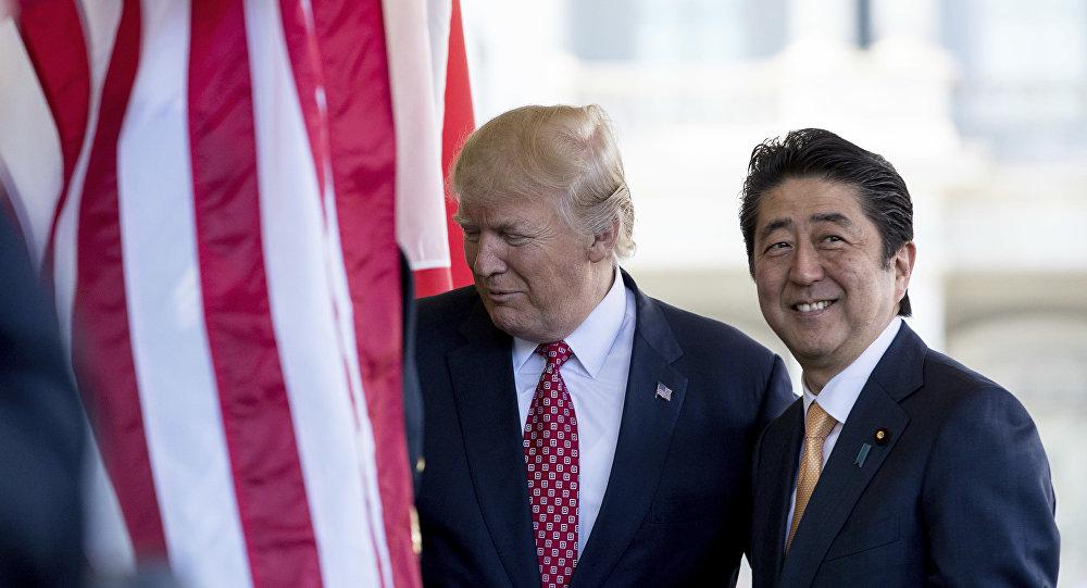Donald Trump, presidente de EEUU, junto a Shinzo Abe, primer ministro de Japón (archivo)