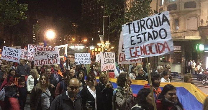 Marcha en Uruguay por el reconocimiento del genocidio armenio en 1915