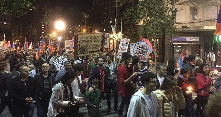 Marcha por el reconocimiento del genocidio armenio en Montevideo empezó hace 10 años con una treintena de personas y actualmente reúne a cerca de 3.000.