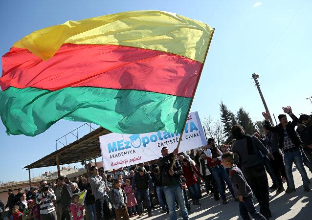 Bandera del partido kurdo sirio Unión Democrática (PYD) (archivo)
