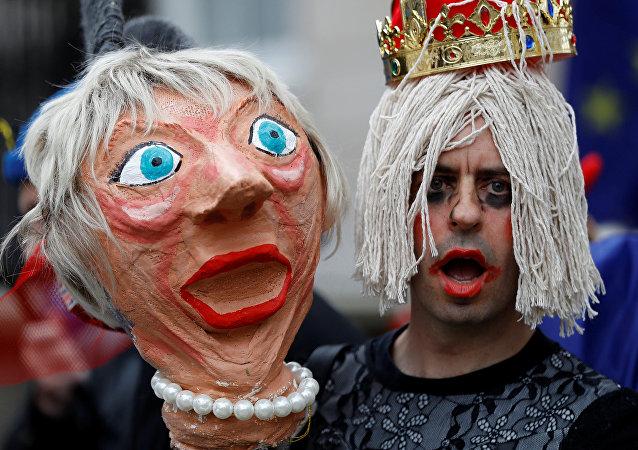 Una muñeca de la ministra británica Theresa May