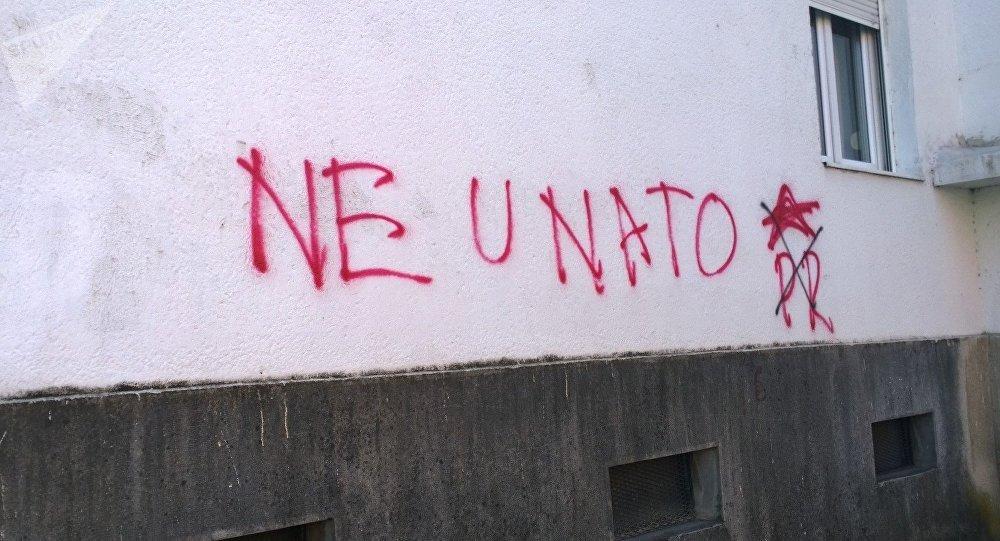 Grafiti contra la OTAN en Montenegro