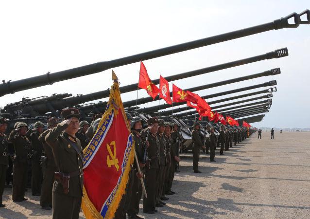 Las unidades de artillería norcoreanas antes del inicio de los ejercicios
