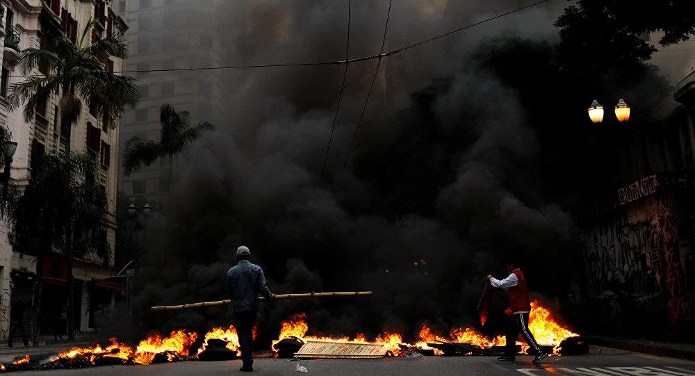Manifestantes protestan contra la propuesta del presidente brasileño Michel Temer de reformar el sistema de seguridad social del país