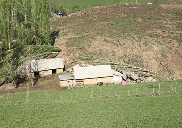Consecuencias de desplazamiento de tierra en Kirguistán