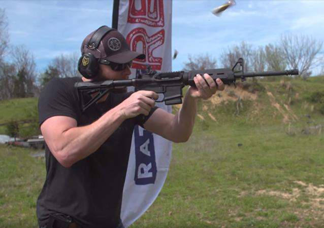 MA-Loader, utensilio para recargar el rifle con un cargador fijo