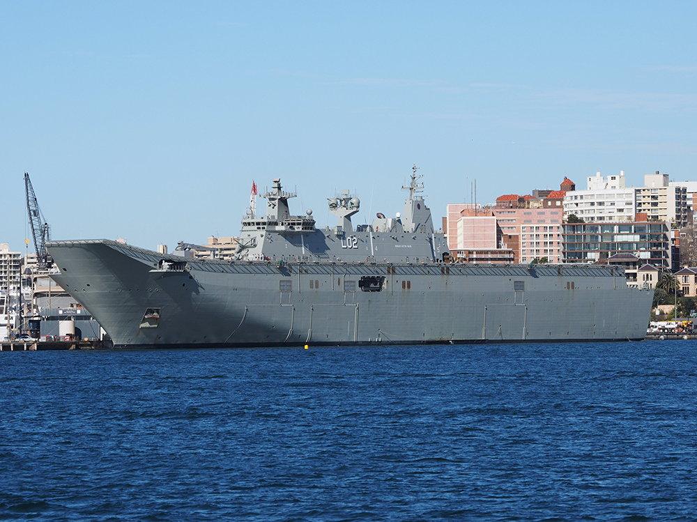 El portaviones australiano HMAS Canberra