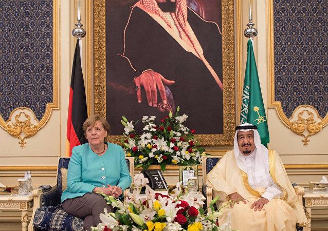 Angela Merkel, canciller de Alemania, y Salman Bin Abdul Aziz Al Saud, rey de Arabia Saudí