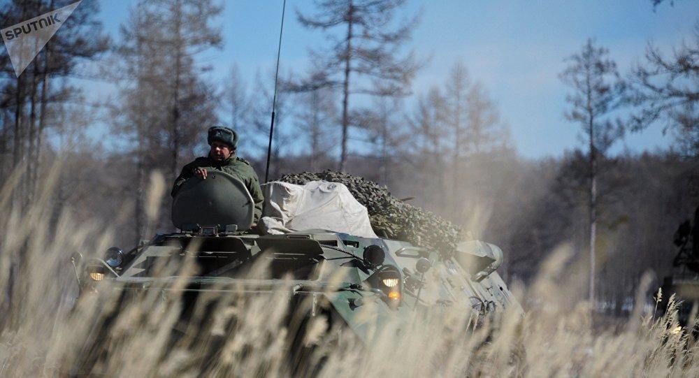 Ejercicios tácticos de los militares de la unidad del Distrito Militar Este