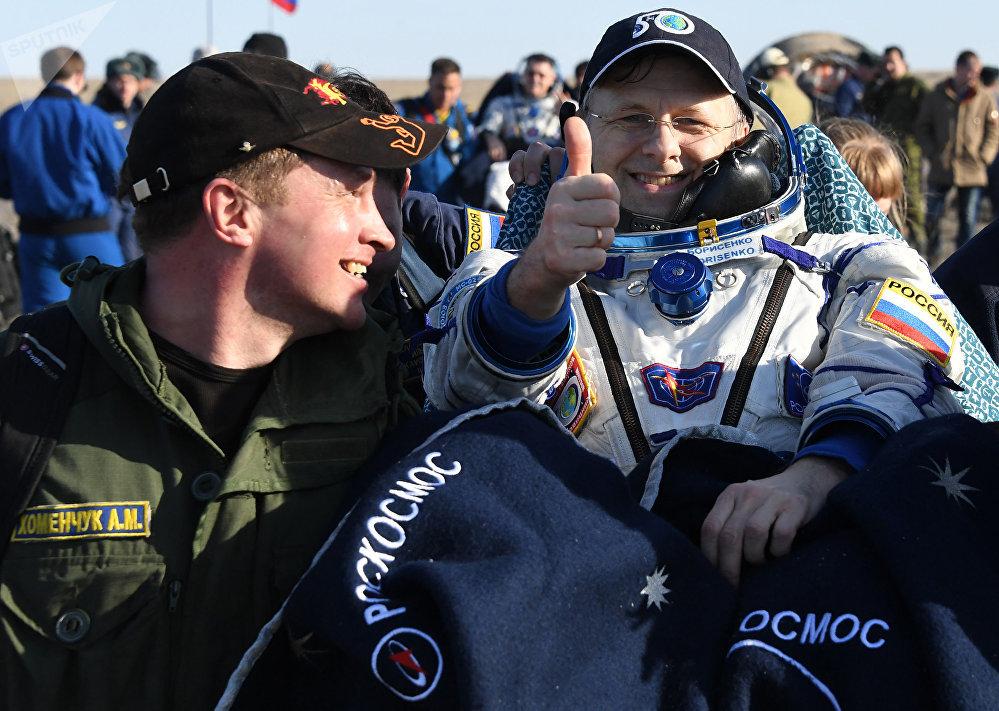 Miembro de la tripulación principal de la 49ª/50ª expedición a la Estación Espacial Internacional, el cosmonauta de Roscosmos Andréi Borisenko, después del aterrizaje de la nave Soyuz MS-02 en las estepas de Kazajistán