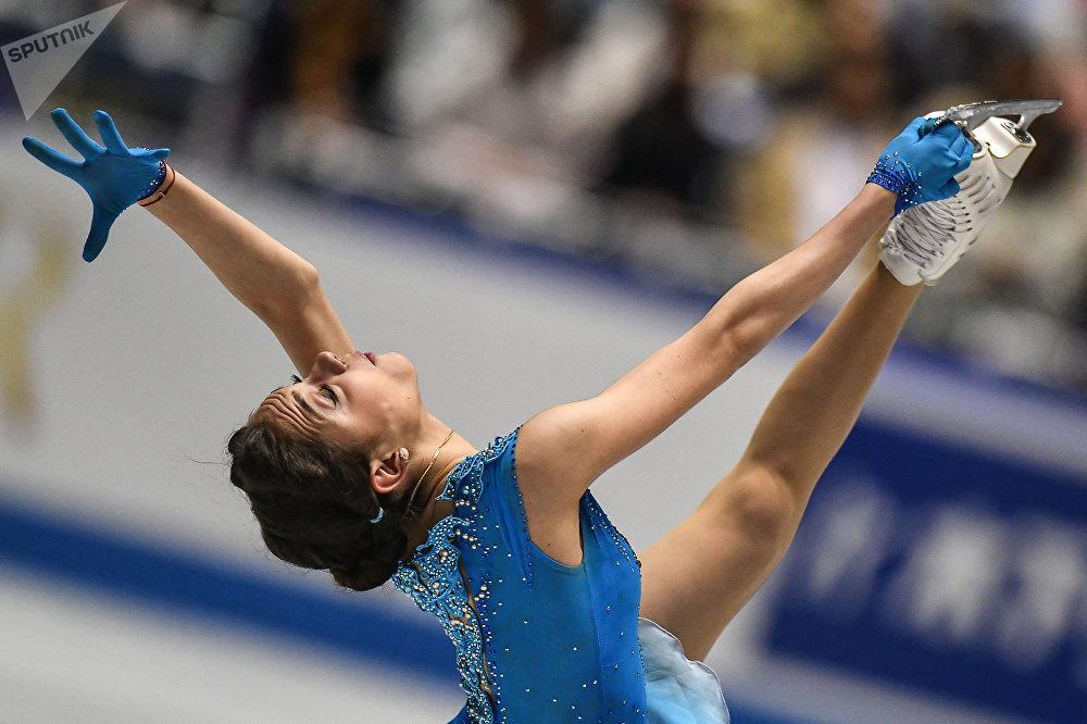 La patinadora rusa Evguenia Medvédeva batió el record mundial de total de puntos por el programa corto en el Trofeo Mundial por equipos de patinaje artístico sobre hielo 2017 en Tokio, Japón