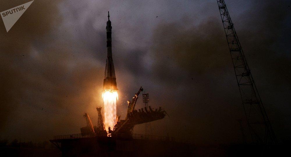 Lanzamiento de un cohete desde un cosmódromo