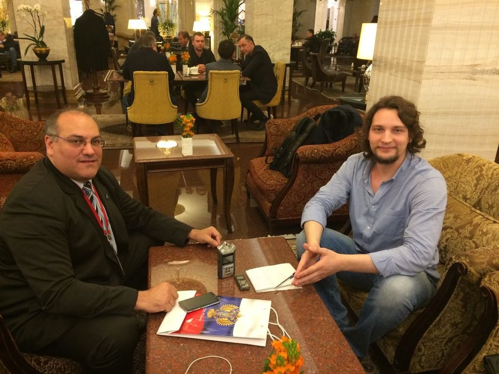 Carlos Gastón Roma ofrece entrevista a Víctor Ternovsky