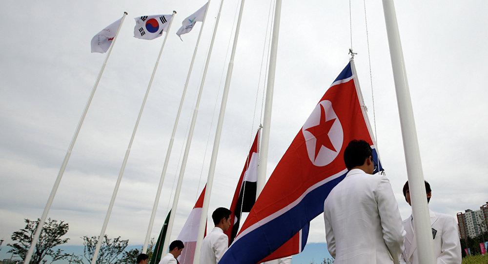Banderas de Corea del Sur y de Corea del Norte (archivo)