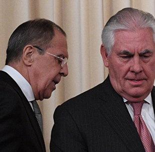 Rex Tillerson, el secretario de Estado de EEUU, y Serguéi Lavrov, el canciller ruso